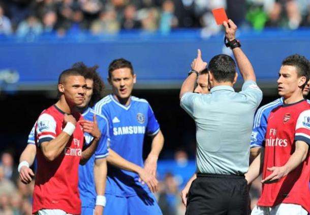 Salah Kartu Merah, Wasit Chelsea Vs Arsenal Menyesali Keputusannya